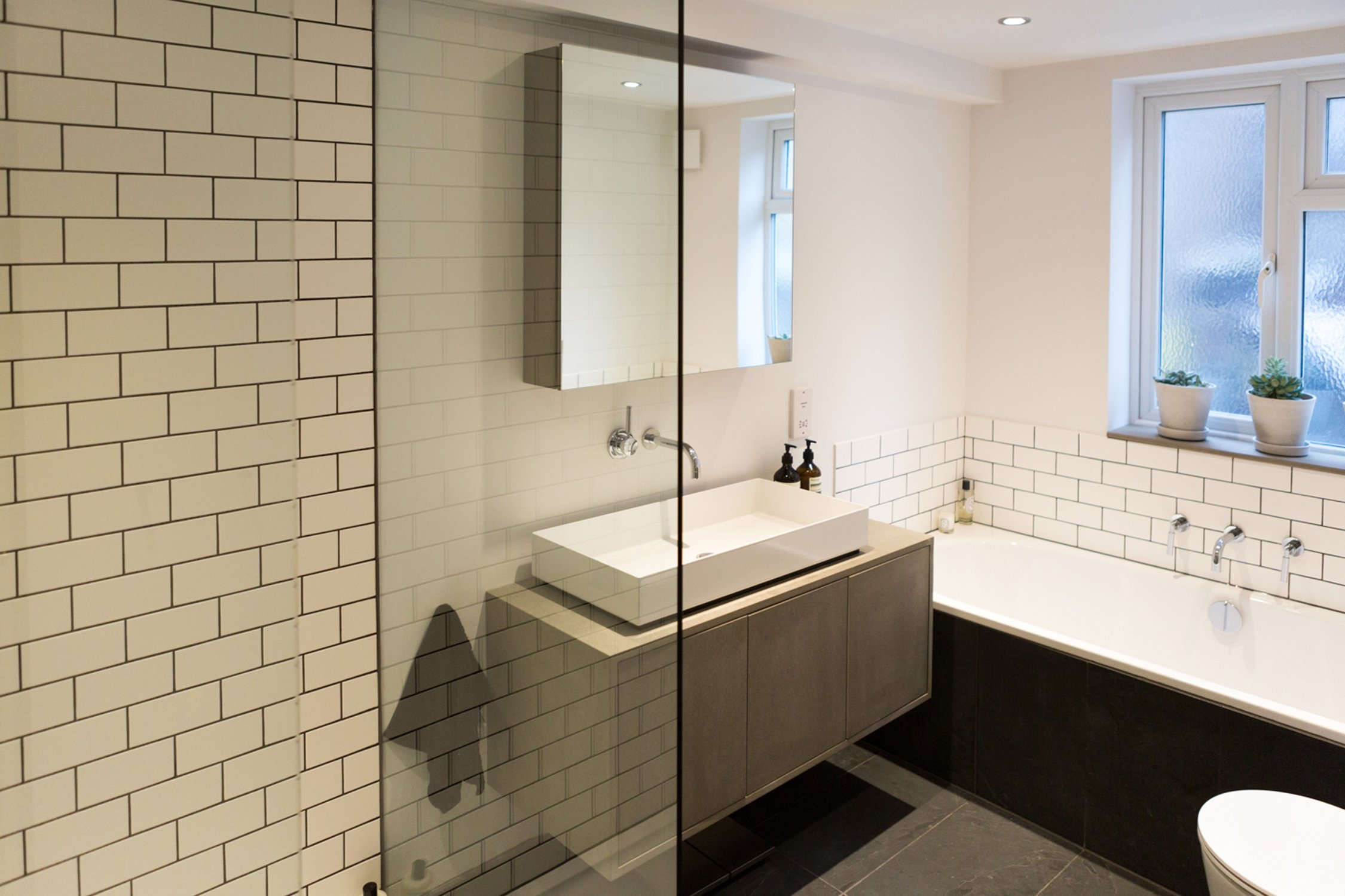 100 fitted bathroom cabinets uk fitted bathroom for Small fitted bathrooms